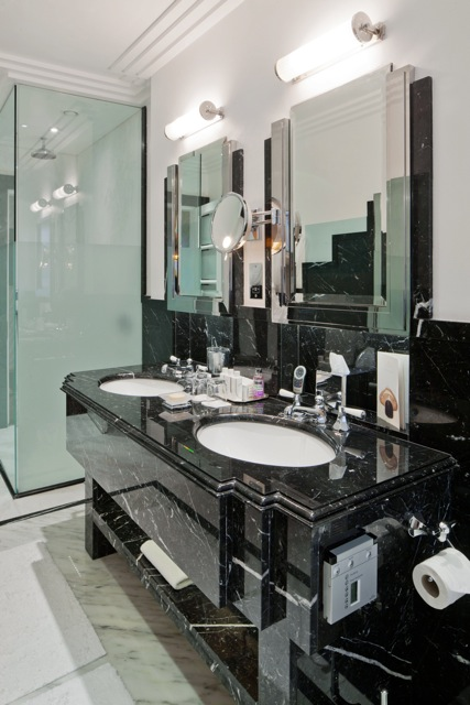 Claridges Hotel, Bathroom Suites
